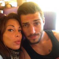 Kim (Les Marseillais) : selfie en décolleté XXL... et faux couple avec Romain ?