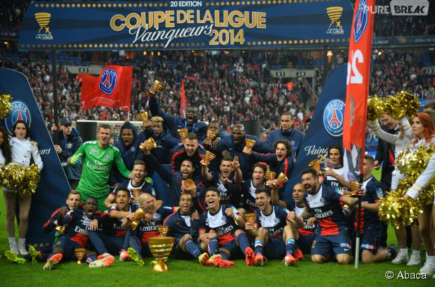 Psg les joueurs f tent la victoire en finale de la coupe de la ligue le 19 avril 2014 au - Coupe de la ligue 2013 2014 ...