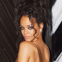 Rihanna exhibe ses fesses nues : sa robe sexy qui en dévoile trop