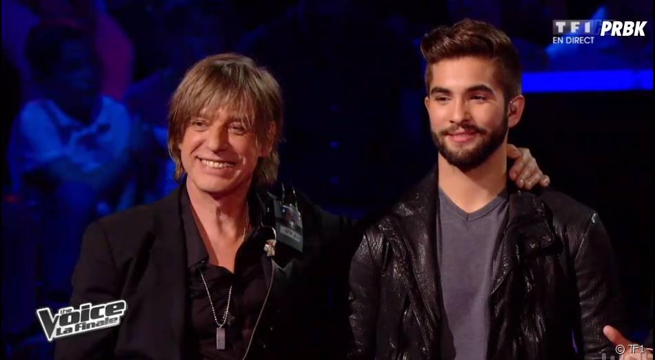 The Voice 2014 : Kendji Girac et Jean-Louis Aubert complices pendant la finale, le samedi 10 mai 2014 sur TF1