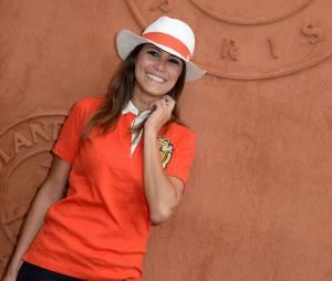 Karine Ferri tout sourire au village Roland Garros le 27 mai 2014