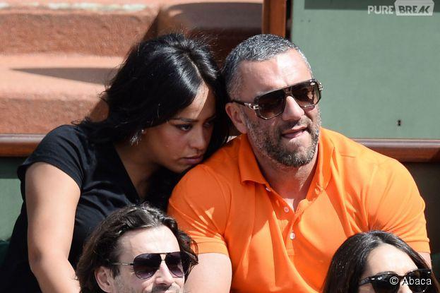 Amel Bent câline dans les tribunes de Roland Garros, le 5 juin 2014