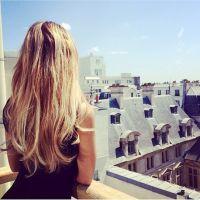 Nabilla Benattia enflamme Instagram en robe blanche sexy très dénudée