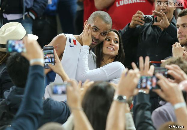 Tony Parker et Axelle complices après la victoire de la France à l'Eurobasket 2013