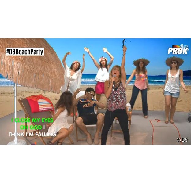 Enora Malagré en plein karaoké pour la Beach Party de D8