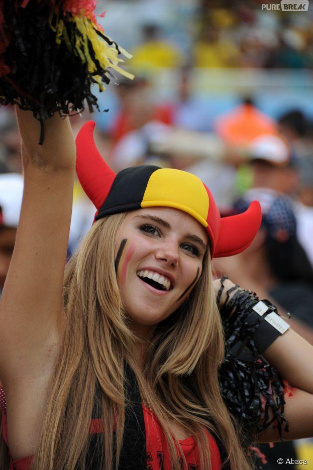 Axelle : supportrice sexy du Mondial 2014 pendant Belgique VS Russie