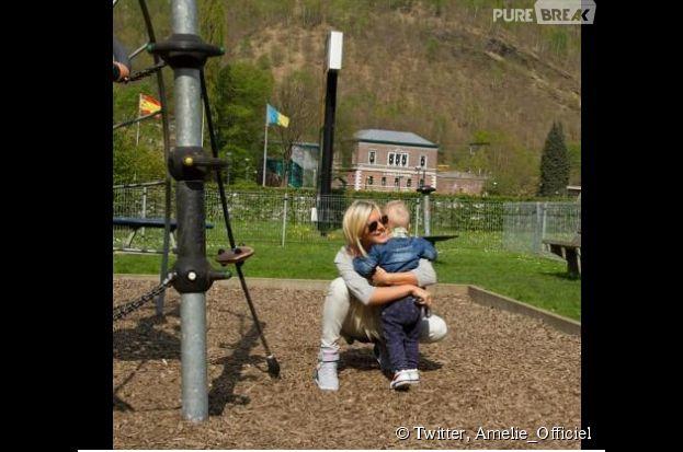 Amélie Neten et son fils Hugo au parc