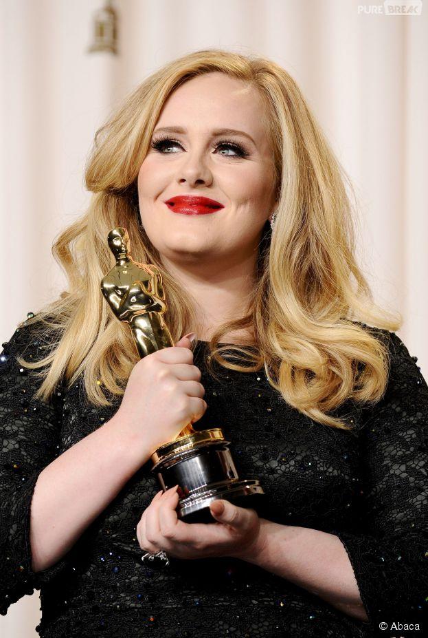 Adele, Oscar à la main grâce à Skyfall, en 2013 à Los Angeles