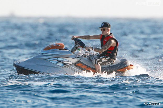 Justin Bieber en jet-ski à Ibiza, le 30 juillet 2014