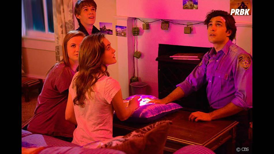 Under the Dome saison 2, épisode 6 : Joe, Norrie, Melanie et Junior sur une photo
