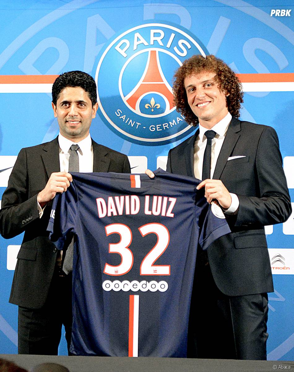 David Luiz et le président du PSG prennent la pose, le 7 août 2014 à Paris