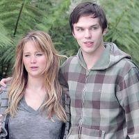 Jennifer Lawrence : Nicholas Hoult remplacé... par Chris Martin ?