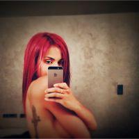 Shy'm topless, cheveux rouges et tatouage apparent sur Instagram