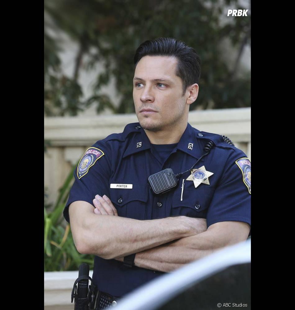 Revenge saison 4, épisode 2 : Jack en policier sur une photo