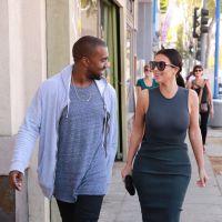 Kim Kardashian oublie son soutien-gorge et dévoile ses seins à Los Angeles
