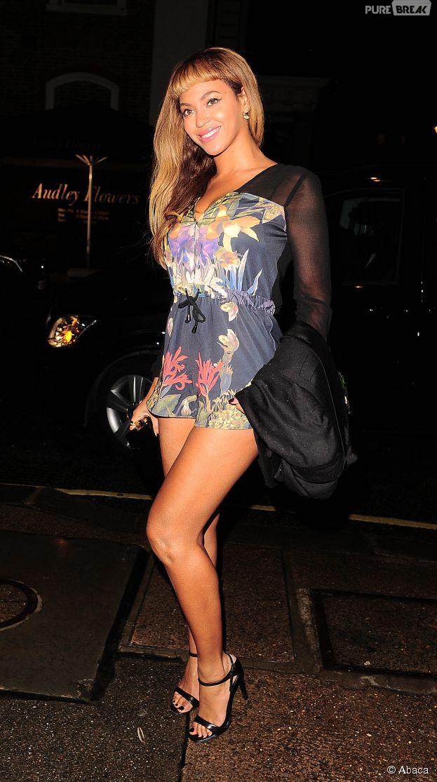 Beyoncé sexy à la sortie du Harry's Bar à Londres, le 17 octobre 2014