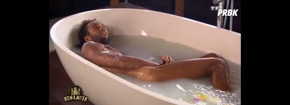 Koh Lanta 2014 : Laurent nu dans son bain