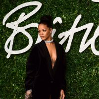 Rihanna sans soutif' et sans pantalon aux British Fashion Awards 2014