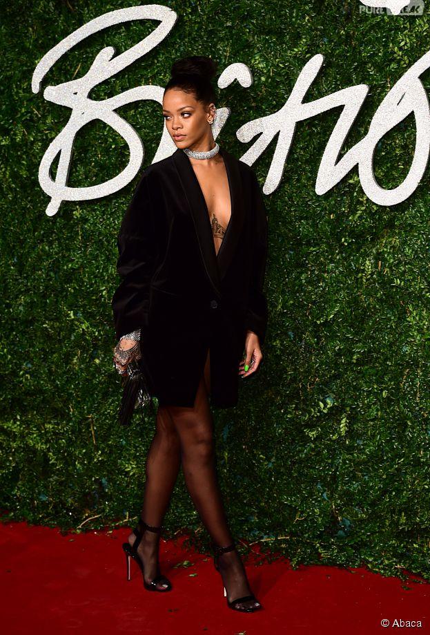 Rihanna sexy et sans soutif' aux British Fashion Awards 2014, le 1er décembre 2014 à Londres