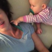Quand une maman essaye de faire une sieste avec son bébé : mission impossible !