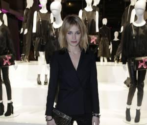 Pauline Lefèvre sexy à la soirée Jeff Koons pour H&M, le 9 décembre 2014 au Centre Pompidou