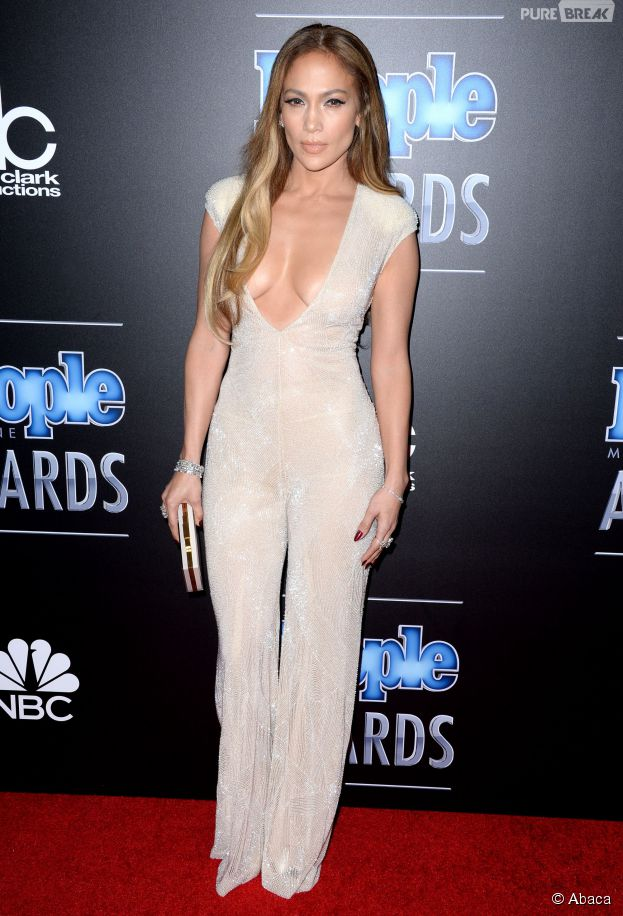 Jennifer Lopez sexy aux People Magazine Awards, le 18 décembre 2014 à Los Angeles