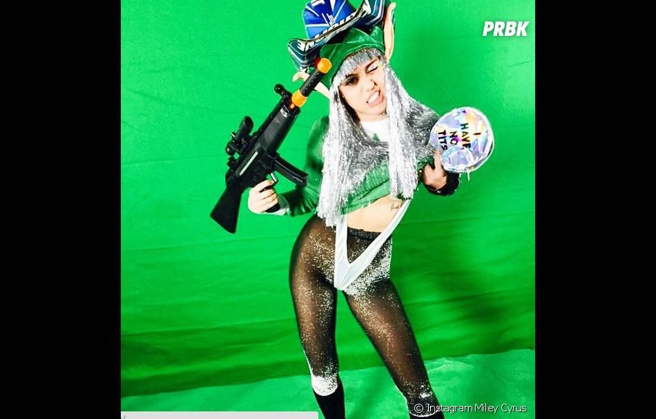 Miley Cyrus en string pour Noël