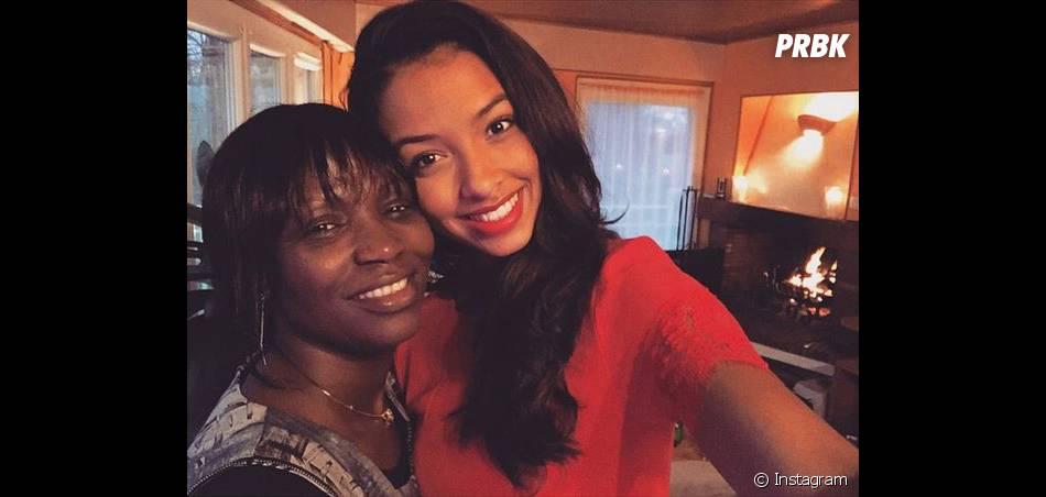 Flora Coquerel - ici avec sa maman - souhaite un Joyeux Noël à ses fans sur Instagram, le 25 décembre 2014