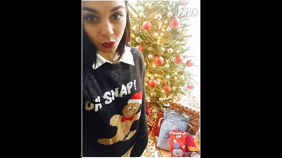 Vanessa Hudgens devant son sapin de Noël sur Instagram, le 25 décembre 2014