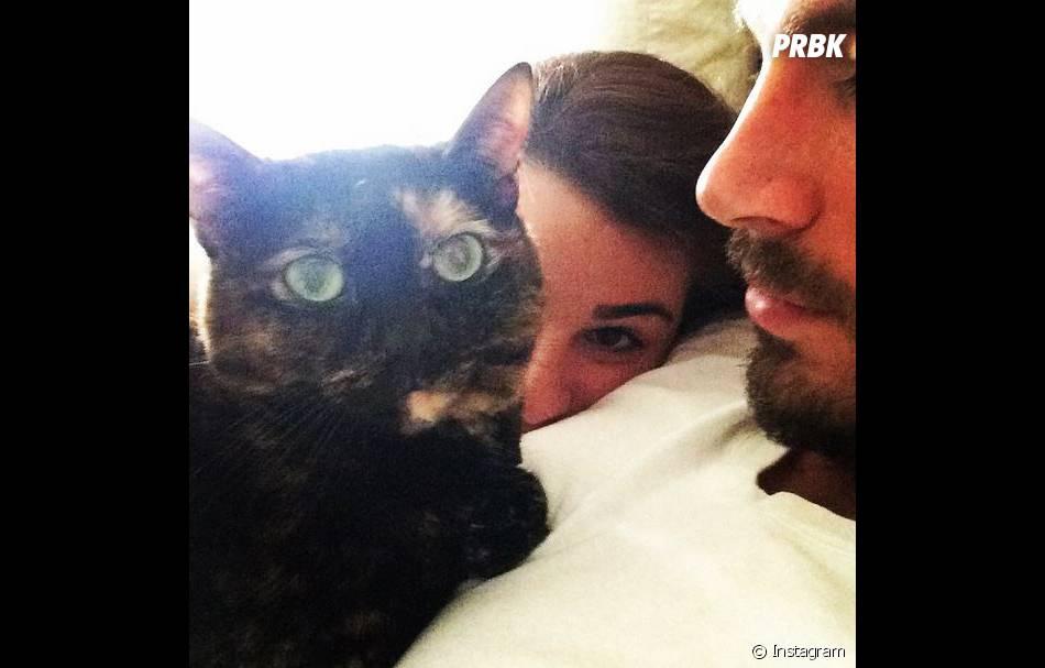 Lea Michele, son petit-ami et son chat souhaitent un joyeux noël à ses fans sur Instagram, le 25 décembre 2014