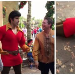 """Disneyland : il n'aurait jamais dû défier Gaston de """"La Belle et la Bête"""" à un concours de pompes"""