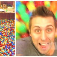 Le rêve ultime : un homme transforme sa maison en piscine à boules géante !