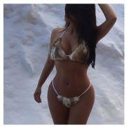 Kim Kardashian pose dans la neige en mini bikini... en fourrure