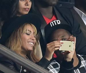 Beyoncé et Jay Z en mode selfie au Parc des Princes pour le match Paris SG vs FC Barcelone, le 30 septembre 2014 à Paris