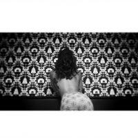 Shy'm topless, sexy et détendue : les photos du tournage de son clip en Louisiane