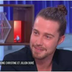 """Julien Doré : son """"bel organe"""" provoque un fou-rire dans C à Vous"""