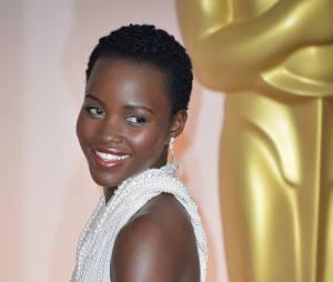 Lupita Nyong'o sur le tapis rouge des Oscars, le 22 février 2015 à Los Angeles