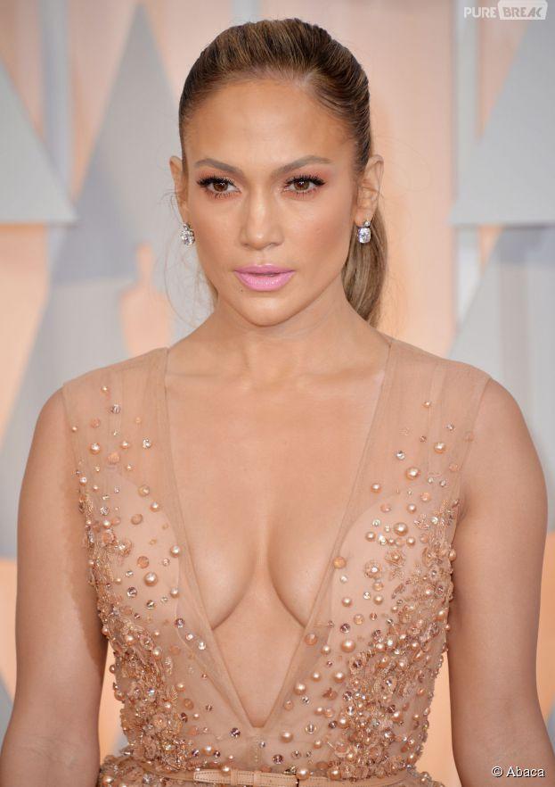 Jennifer Lopez sur le tapis rouge des Oscars, le 22 février 2015 à Los Angeles