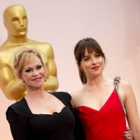 Fifty Shades of Grey : Dakota Johnson engueule sa mère qui refuse de voir le film aux Oscars 2015