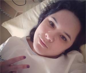 Magalie Vaé : selfie dans son lit d'hôpital