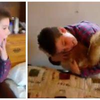 Un garçon autiste revoit son chat disparu pendant 12 jours, leurs retrouvailles sont émouvantes
