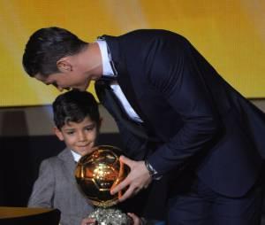 Cristiano Ronaldo et son fils Cristiano Ronaldo Junior, le 12 janvier 2015 à Zurich pendant la cérémonie du Ballon d'or