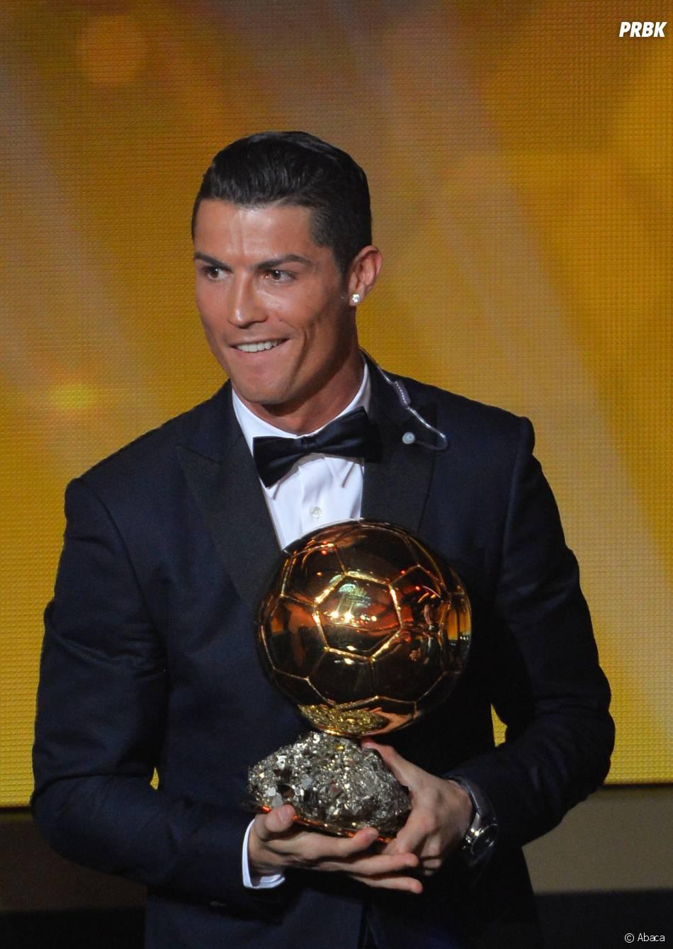 Cristiano Ronaldo souriant lors de la remise du Ballon d'or 2014, le 12 janvier 2015 à Zurich