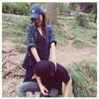 Paul Wesley et Phoebe Tonkin : randonnée et massage, le couple complice sur Instagram