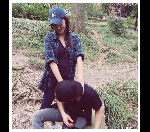 Paul Wesley et Phoebe Tonkin complices sur Instagram pour un massage en pleine nature