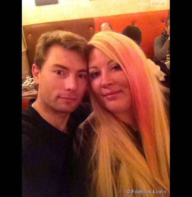 Loana en rose et son petit-ami Frédéric, le 19 mars 2015 sur Facebook