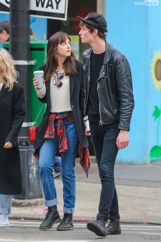 Dakota Johnson et Matthew Hitt à New York, le 10 avril 2015