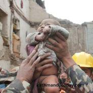 Népal : les photos incroyables d'un bébé de 4 mois retrouvé vivant dans les décombres