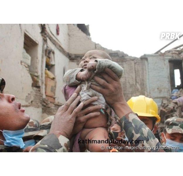 Montage d'images du sauvetage d'un bébé de 4 mois à Katmandou.