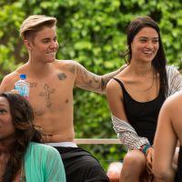 """Justin Bieber se """"bat"""" avec des nains devant une belle brune"""